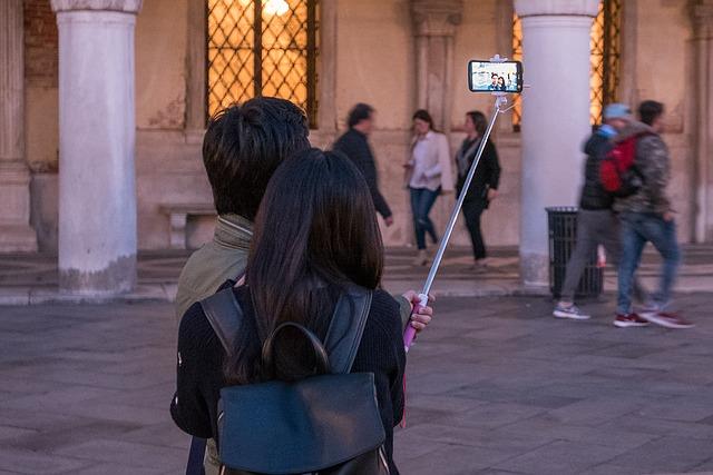 【マツコの知らない世界 自撮りグッズ】セルカ棒が更に進化!レンズ・デジカメ・アプリ