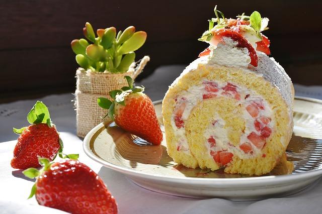 【ロールケーキ(堂島ロール)|得する人損する人】サイゲン大介のホットケーキにも使えるクリーム&作り方