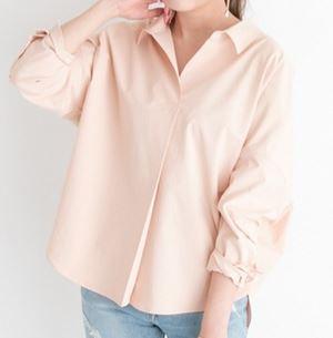 蘭子さんのピンクのシャツ