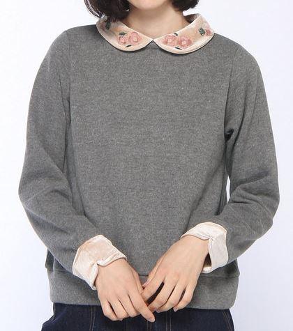 松岡茉優 襟刺繍のトップス