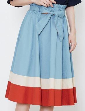 松岡茉優スカート