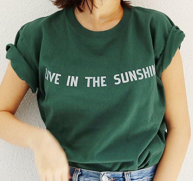 綾瀬はるか 緑のTシャツ
