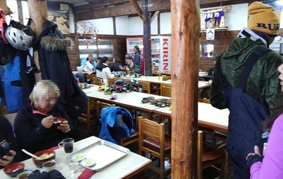 ニセコ ヒラフ 望羊荘 食事 客席 ランチ 休憩所 おすすめ