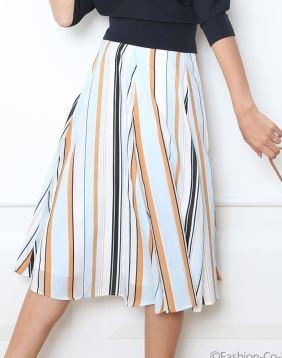 吉岡里帆 ストライプのスカート