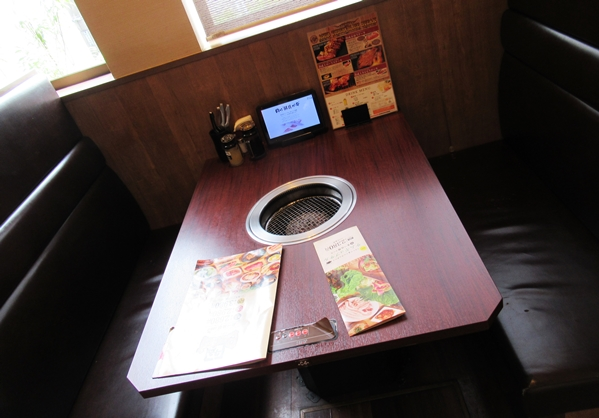 牛角ビュッフェ 焼肉食べ放題 テーブル