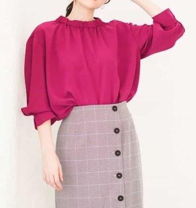スーツ 新木優子 ピンクのブラウス 衣装 ファッション