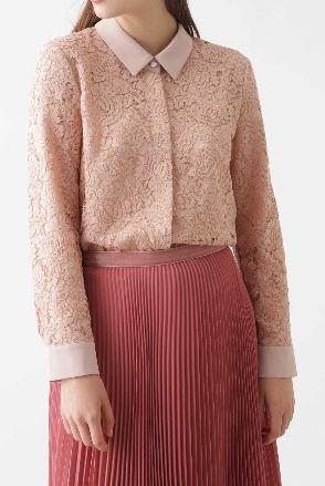 スーツ 新木優子 ピンクレースのブラウス 衣装 ファッション