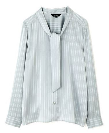 スーツ 新木優子 水色のボウタイのブラウス 衣装 ファッション