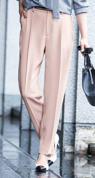 スーツ 新木優子 ピンクのパンツ