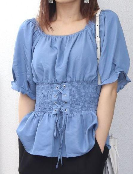 今田美桜さんのブルーのトップス 洋服 衣装
